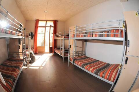 Cama en dormitorio compartido mixto - 8 camas