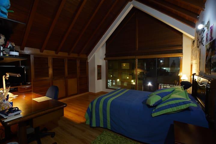 PRIVATE BEDROOM-BATHROOM,BREAKFAST, GREAT LOCATION - Bogotá - Lägenhet