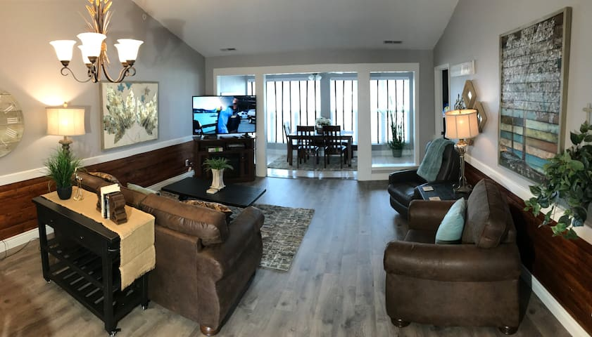New Penthouse Club  Condo, WIFI, Jetted Tub,  Pool & More! ( Club A-12 )