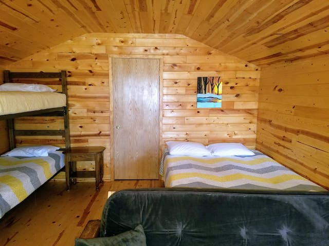 Adjoining Family Cabin 18 - NO BATHROOM