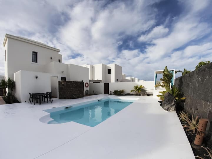 VILLA ALBA DELUXE .WITH OCEAN VIEWS AND CLIMATIZADLE POOL