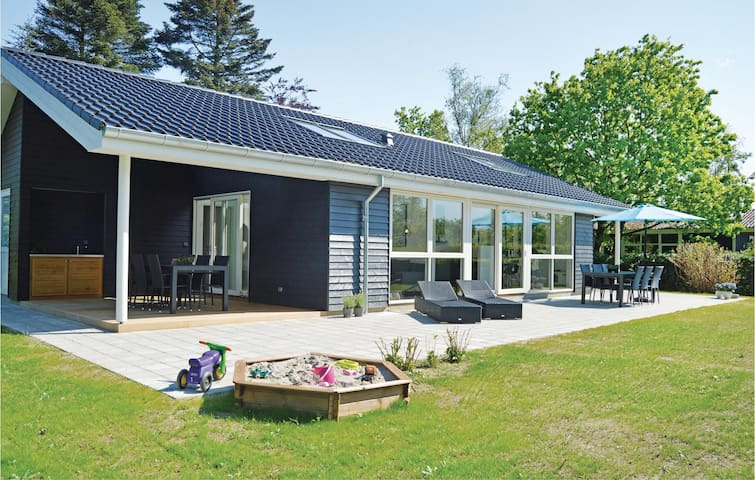 Holiday cottage with 3 bedrooms on 100m² in Odder