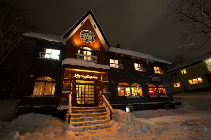 Annupuri Lodge Bunk Rm, 1 min walk to Gondola - Niseko - Bed & Breakfast