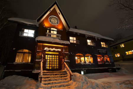 Annupuri Lodge Bunk Rm, 1 min walk to Gondola - Niseko