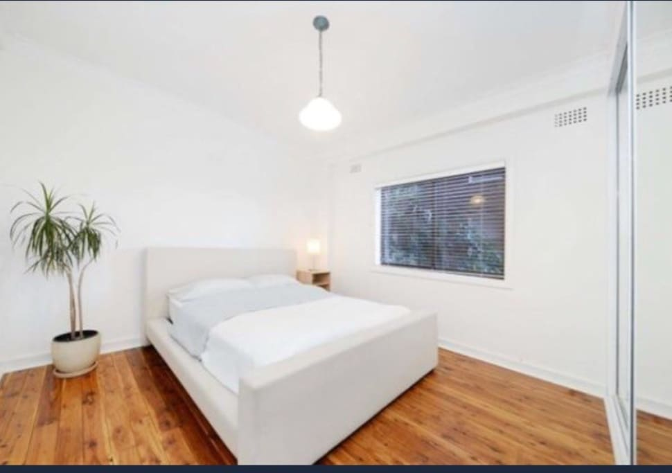 Freshly renovated & painted mainbedroom. Whole apartment looks to garden,no noise from road.
