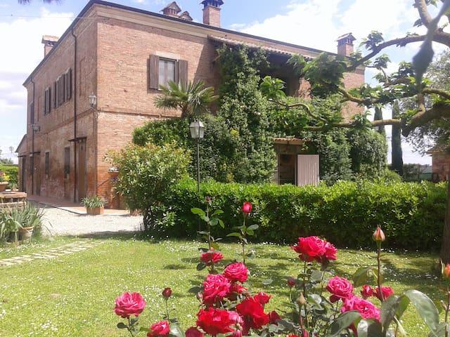 Villa IRIS - Tuscan villa with Pool