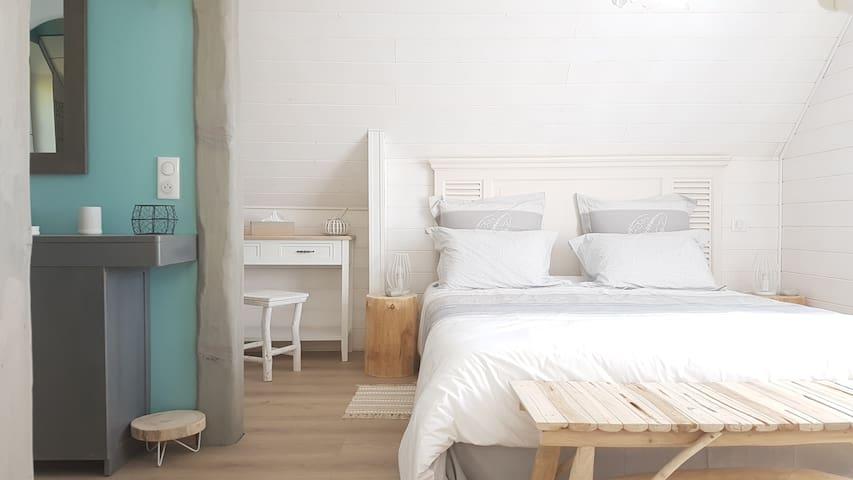 chambre étage avec sdb
