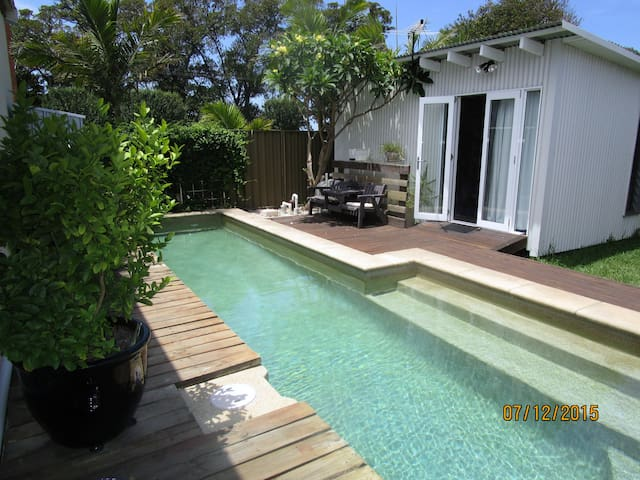 Small cabin in Islington with lap pool. - Islington - Cabin