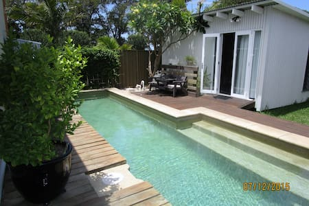 Small cabin in Islington with lap pool. - อิสลิงตัน