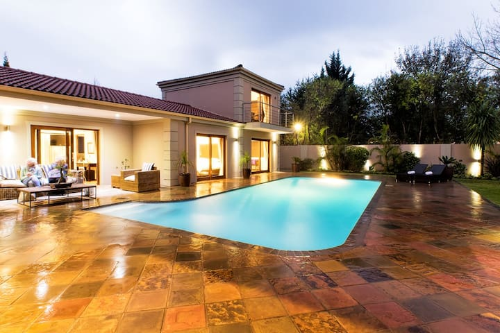 Honeymoon Suite George with Pool and garden Views