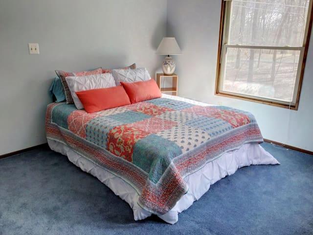 Queen bed in BR 2
