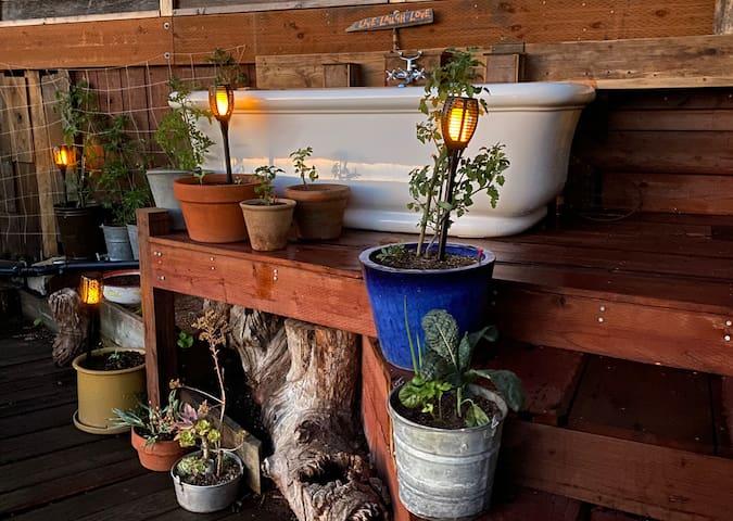 Garden Room at Garden Getaway Retreat/Tub/Views