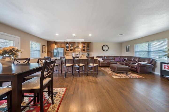 Beautiful/Updated/Open floor-plan in affluent area