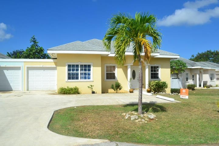 Royal Heights Villa - 3Bed/2 Bath Home
