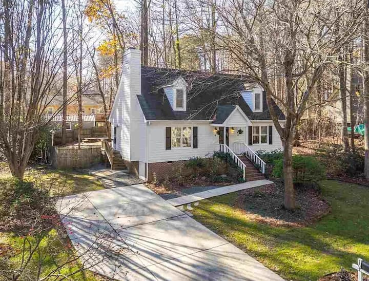 Southern Serenity: 4 Bedroom Home in Charming Cary