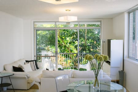 Bright, stylish Broadbeach bliss - Broadbeach