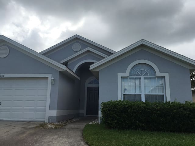 4 Bedroom House in Golf Community in Kissimmee, Fl
