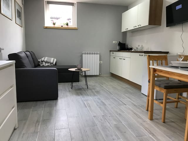 Modern Apartment 🏖 - Self Check-In, Parking & WiFi