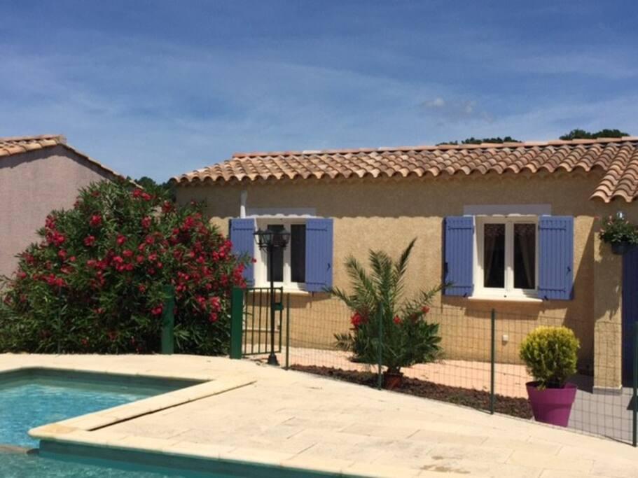 Superbe maison avec grande piscine houses for rent in st for Piscine la bulle saint quentin