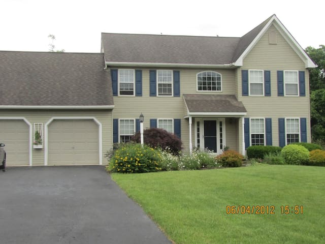 Beautiful home, quiet getaway - Kennett Square - House