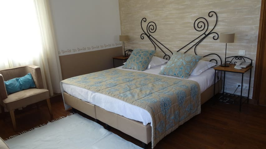 les chambres d 39 h te de la bastide guesthouses for rent in eygali res provence alpes c te d. Black Bedroom Furniture Sets. Home Design Ideas