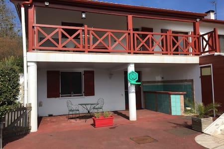 Appartement chaleureux entre mer et montagne - Cambo-les-Bains - 公寓