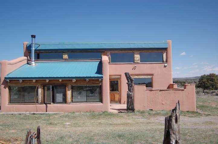 Beautiful Passive Solar Guesthouse - Tres Piedras - Rumah Tamu