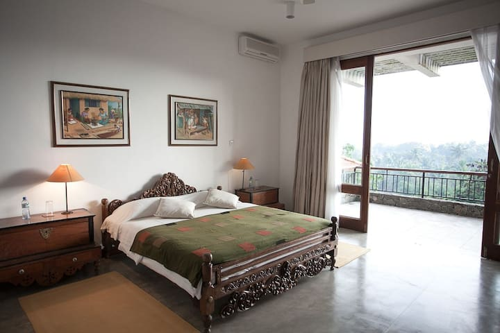 Luxury Room #3 B&B with heated pool, wifi & AC