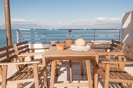 Erato apartments by the sea 2.3.21 - Ligia