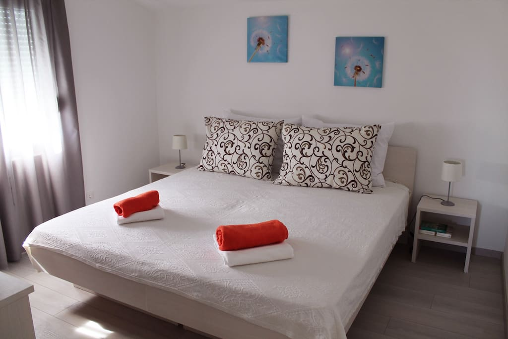 Double bedroom can be easily converted into a twin bedroom