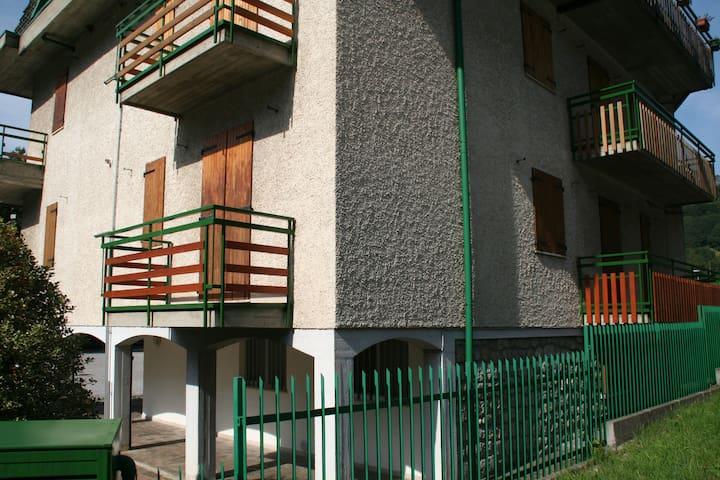 Serina, i monti vicino alla citta' - Serina - Casa