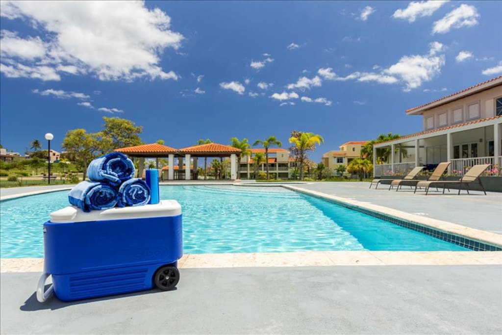 Pool with cooler, speaker and towels