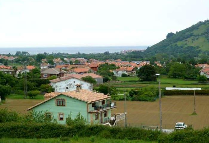 Habitación Chalet adosado en ambiente inmejorable - Arnuero - Rumah bandar