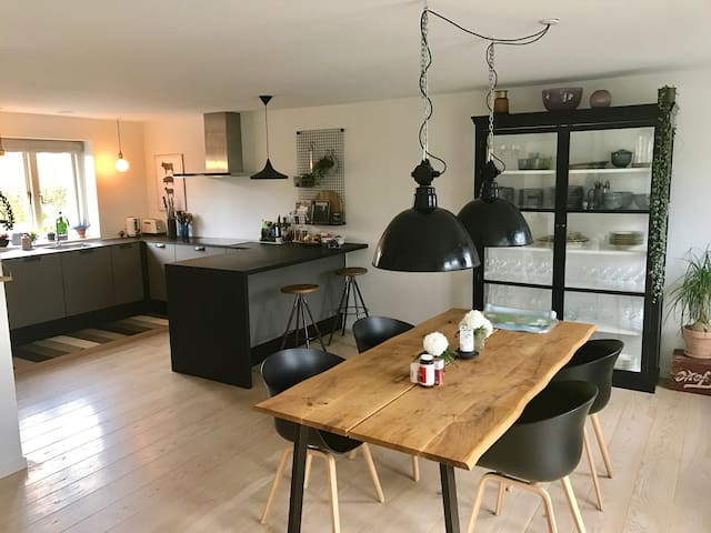 House from 2016 with nice garden 15 min from KBH C - Kopenhaga - Dom