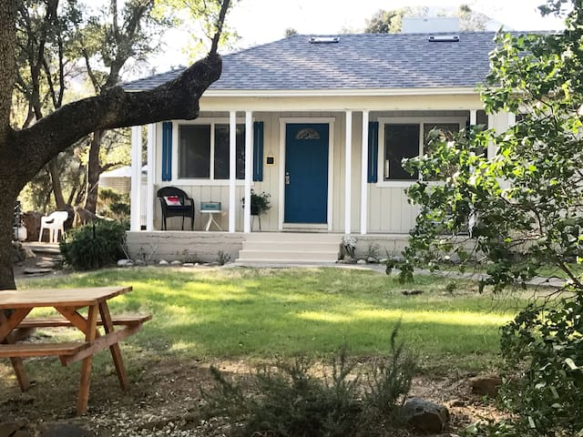 Sunset Cottage, Pet friendly,4 mls to the Sequoias