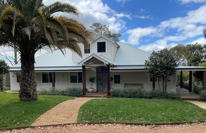 Lakeside House- 23 Acres, 10 minutes from Orange!