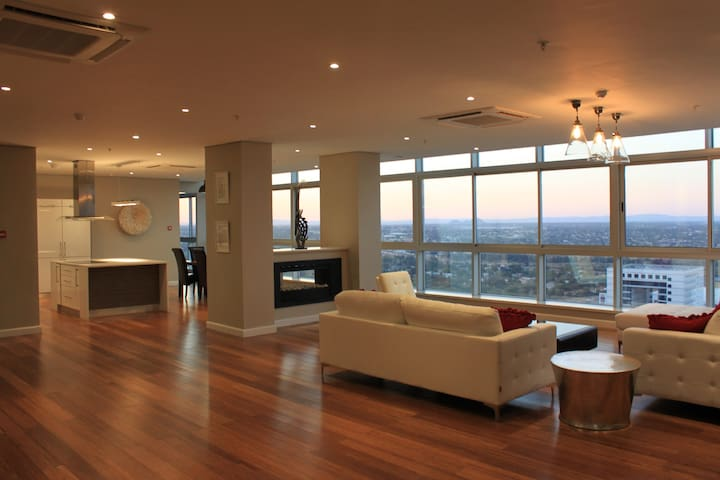 Penthouse with Roof-top Terrace - Gaborone - Apartamento