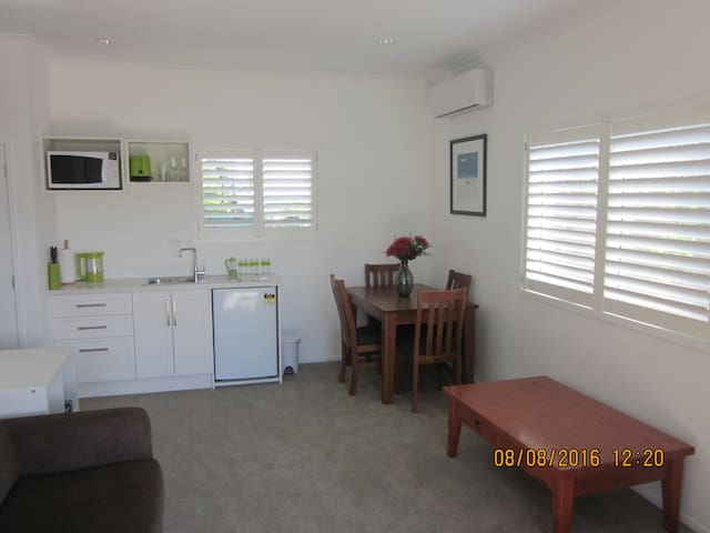 A cosy beach cottage at the Mount - Tauranga
