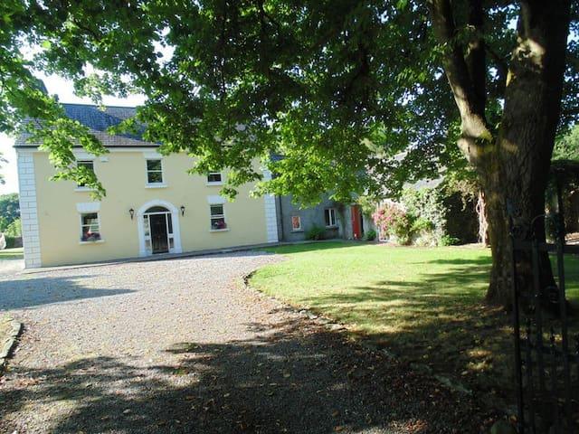 Detached 300 yr old Georgian Manor - Ballyhale