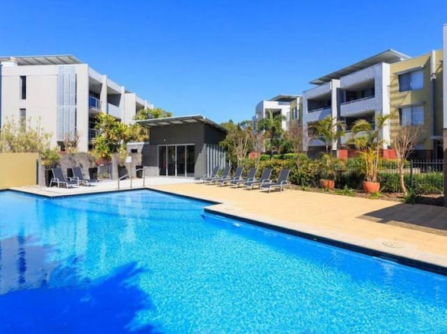 Resort living close to Brisbane CBD - Toowong - Apartment