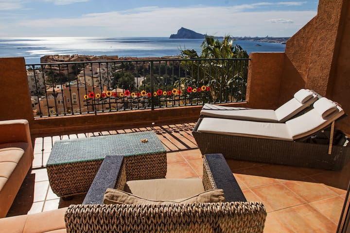 House, 3 bds Seaviews/Pool, Wi-Fi, Calpe/Altea ES.