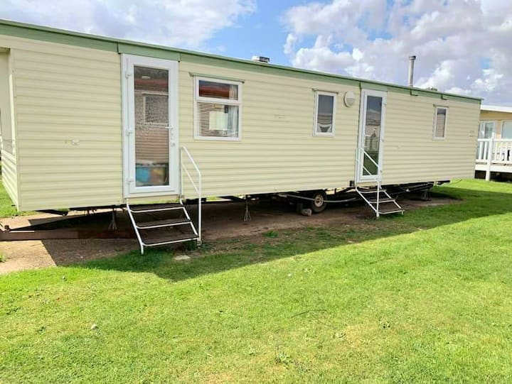 Comfy budget 8 berth sand le mere holiday village