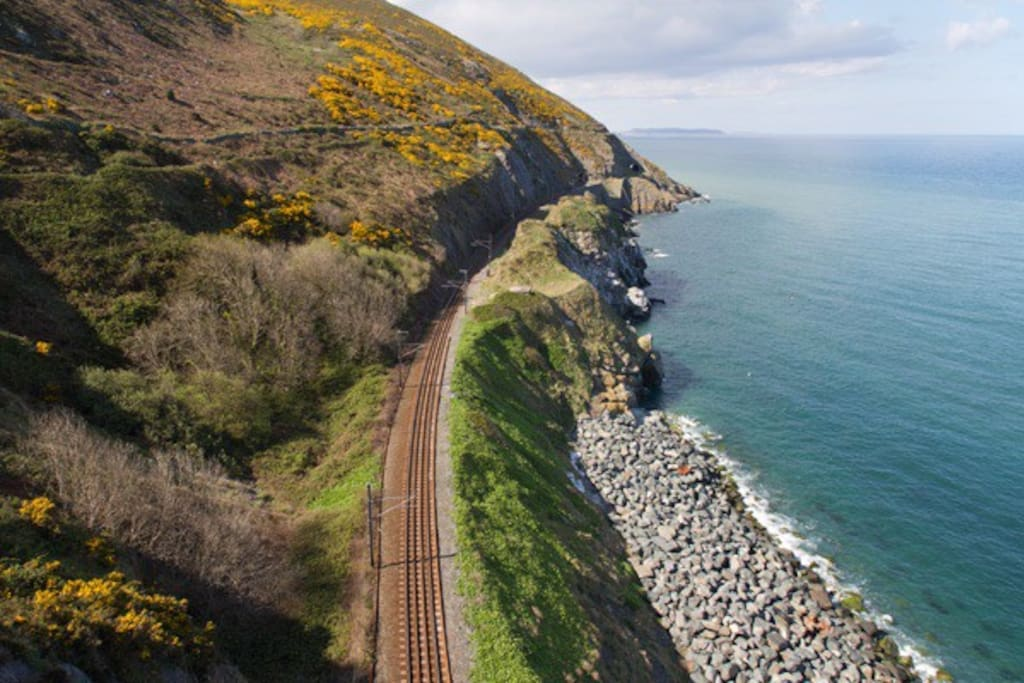 Cliff walk from Bray suitable for all abilities and easy to walk all the way to Greystones and get the bus home. The bus will drop you 5 mins from the studio. Very scenic and pleasant walk only 10 mins walking distance from the studio.