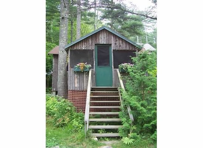 Classic cabin on Damariscotta Lake