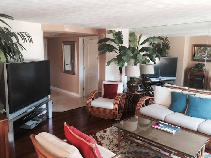 Elegant Windsor Waikiki Condo 2 bedroom/2 bathroom