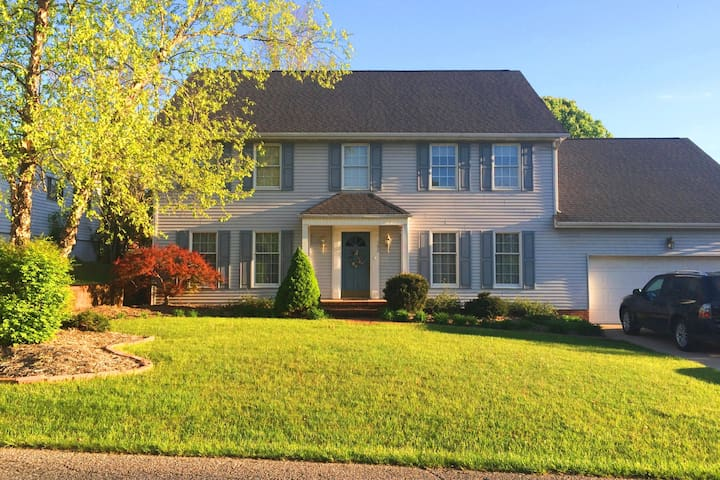 Mountain State Getaway, 5BR / 2.5BA - Barboursville