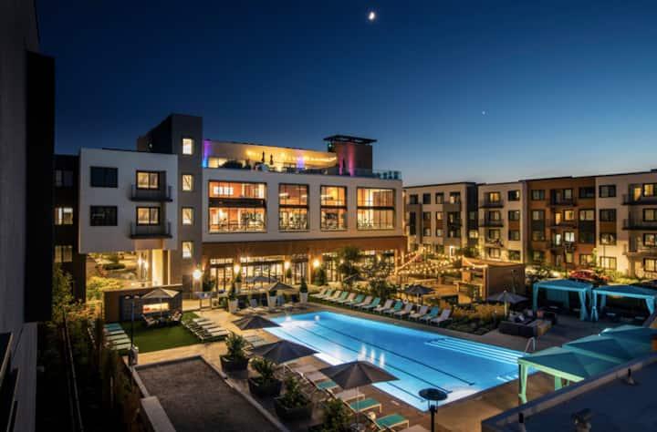 Large 1x1 Casper Queen Bed Luxury Resort Style