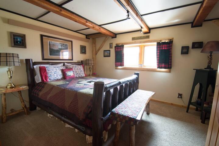 Dakota Dream B&B - Black Hills Room
