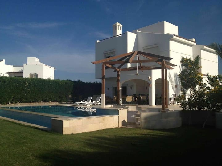 Nice 5bedrooms villa with swimming pool