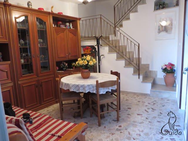 A Casa da Piera - Monforte San Giorgio - บ้าน